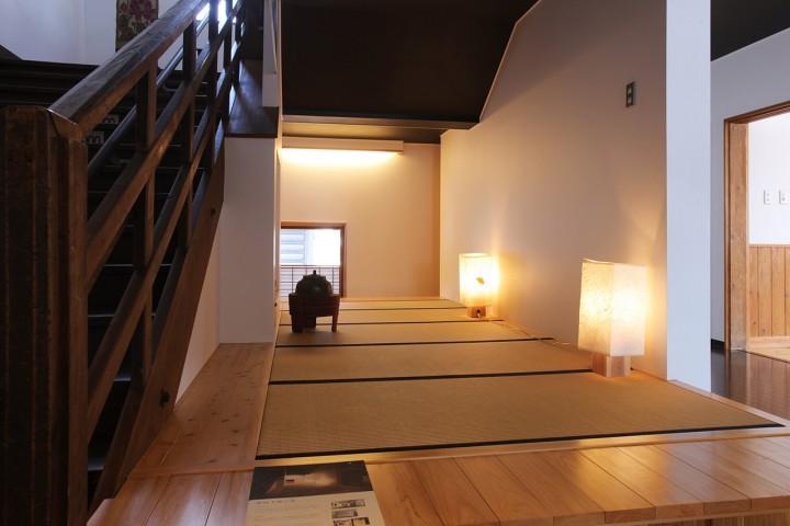 階段下展示室